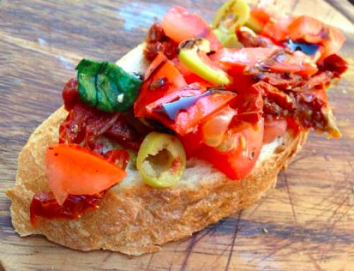 Tostadas con Tomate, Albahaca y aceitunas (Bruschetta)