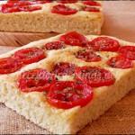 Focaccia con tomates y orégano
