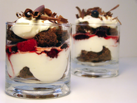 Postres en Vaso: Chocolate, Crema y Berries