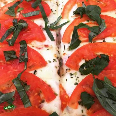 pizza con tomate y albahaca 3