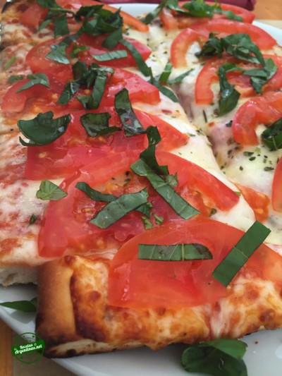 pizza con tomate y albahaca 5