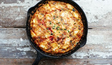Tortilla italiana con remolacha y calabacín