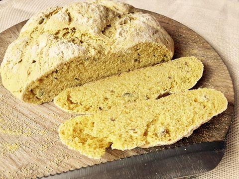 Pan rápido con harina de maíz y semillas de girasol