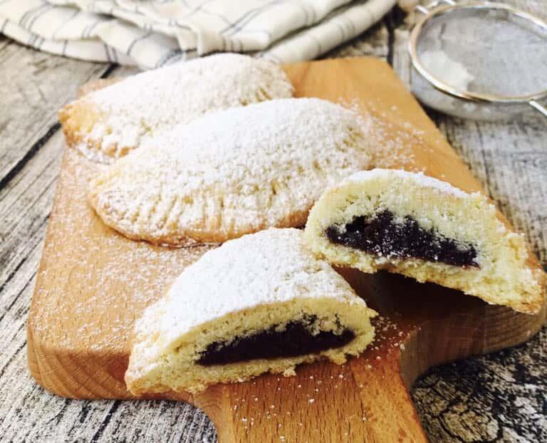 Empanadas dulces rellenas de pasta de Nutella