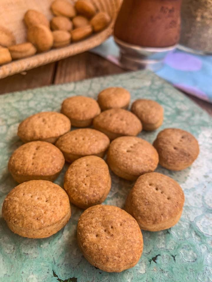 Bizcochitos de harina integral y aceite de oliva.